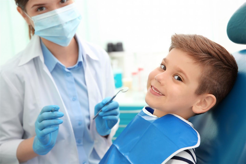 çocuklar için diş hekimi