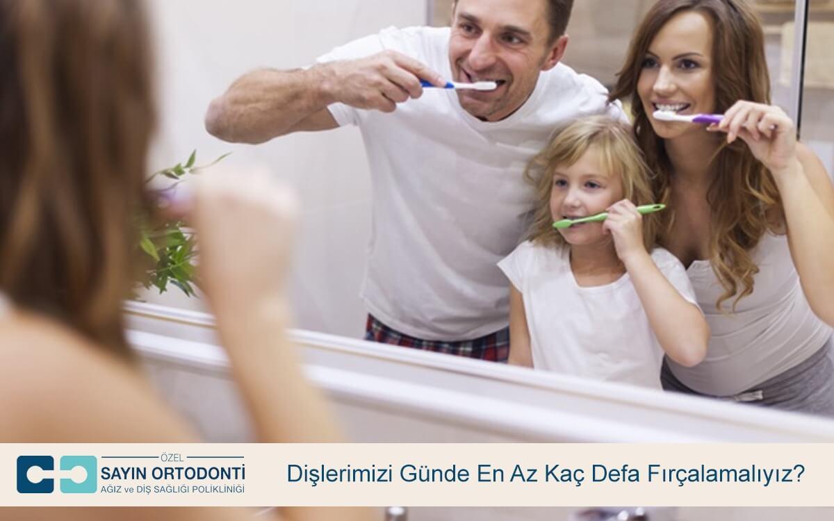 Dişlerimizi Günde En Az Kaç Defa Fırçalamalıyız?
